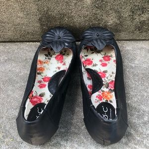Born Shoes - Born Black Leather Flats with Flowers Size 9